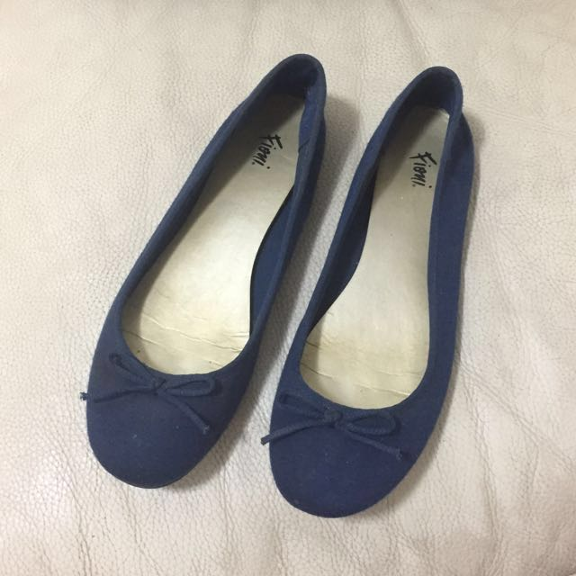 PAYLESS Navy Blue Flats 7 1/2 (Fioni)