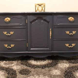GORGEOUS 9 DRAWER DRESSER