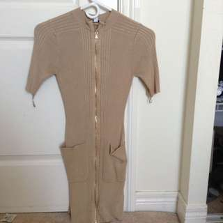 BEIGE GUESS ZIP UP KNIT DRESS
