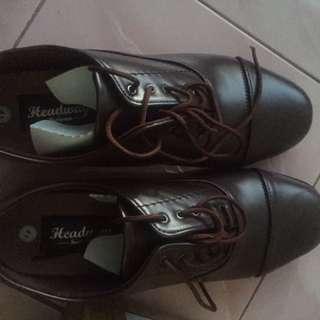 Shoes headway footwear, new with box sayang gadipake