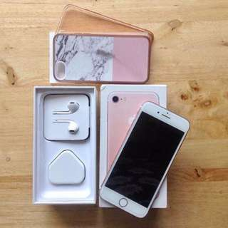 Apple iphone 7 32GB rosegold factory unlocked with complete package and 2 free paragon cases