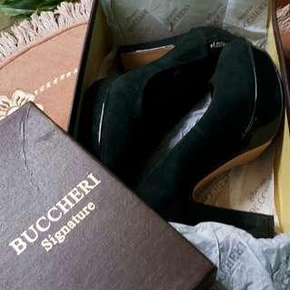 Sepatu Buccheri Signature