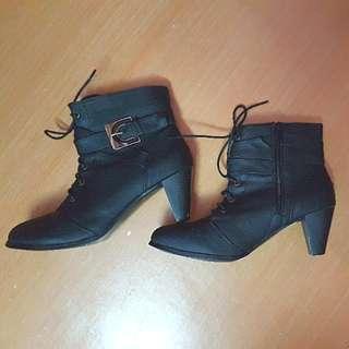 Boots Shoe Size 10