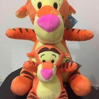 迪士尼跳跳虎(Tigger)毛公仔兩隻