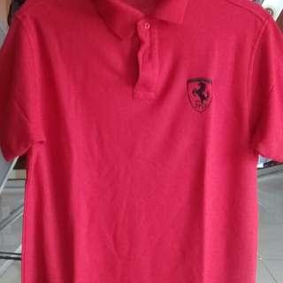 kaus kerah ferrari merah
