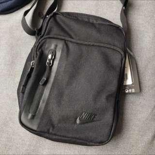 Nike 側背小包
