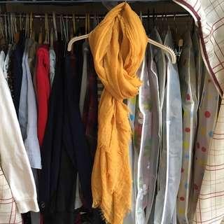 🚚 黃色圍巾