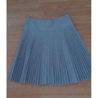 Twenty-one pleated skirt Medium