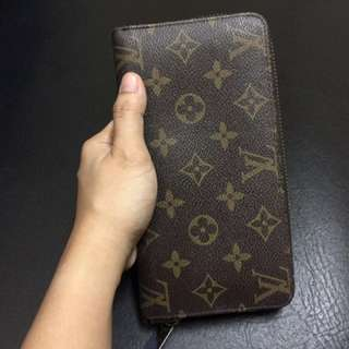 LV wallet replica