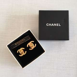 Chanel Vintage gold classic charm twist button staid evening earrings. metal, late 20th century. Made in France