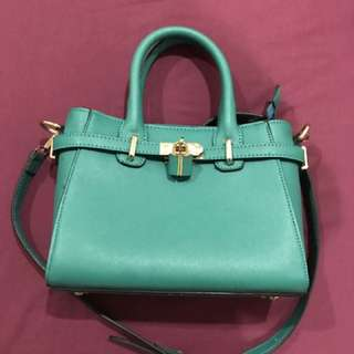 Tosca sling bag