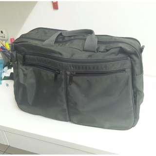 UNIQLO travelling bag