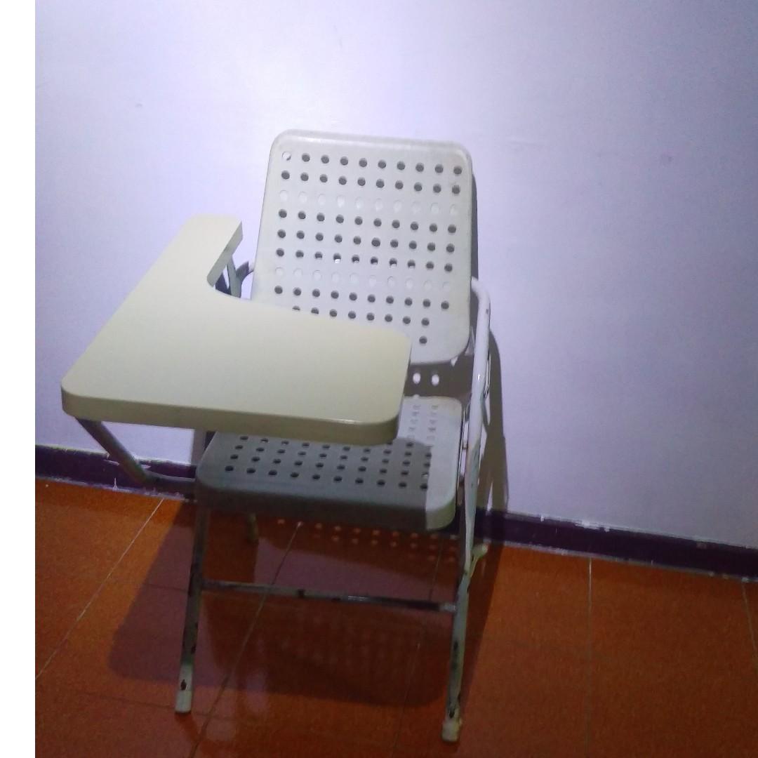 乳白大學摺疊椅(數量]:20多張)