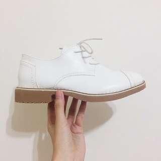 百搭款✨白色中跟小皮鞋