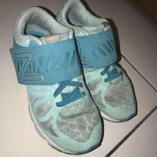 New Balance 女童球鞋