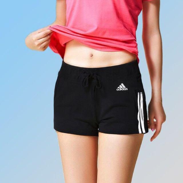 現貨 愛迪達 adidas originals 經典側邊三條線 吸溼排汗黑 顯瘦 短褲 運動