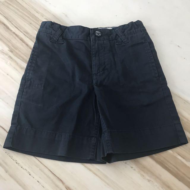 Celana pendek biru tua
