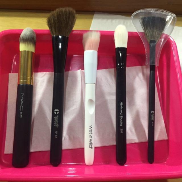 Foundation Brush ( Mac, Wet N Wild, Masami Shouko)