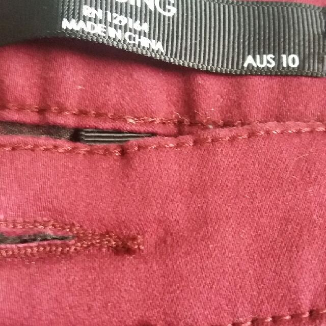 Is actually dark red, skinny jegging