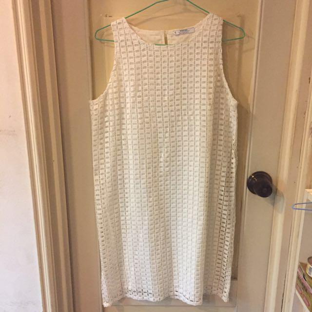 Mango 白色鏤空小洋裝