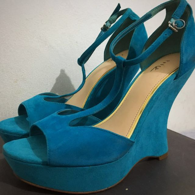 PEDRO Suede Wedge Size: US 7