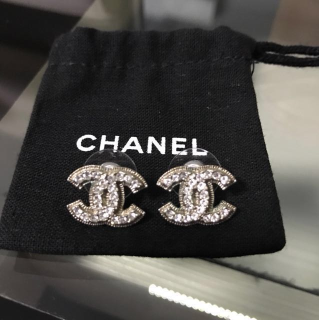 3189bf33d Preloved Authentic Chanel earrings ear studs, Luxury, Accessories on  Carousell