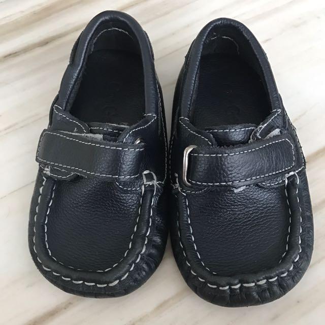 Sepatu CooGee