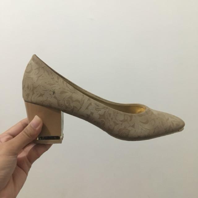 Sepatu high heels Calliope Ukuran 38