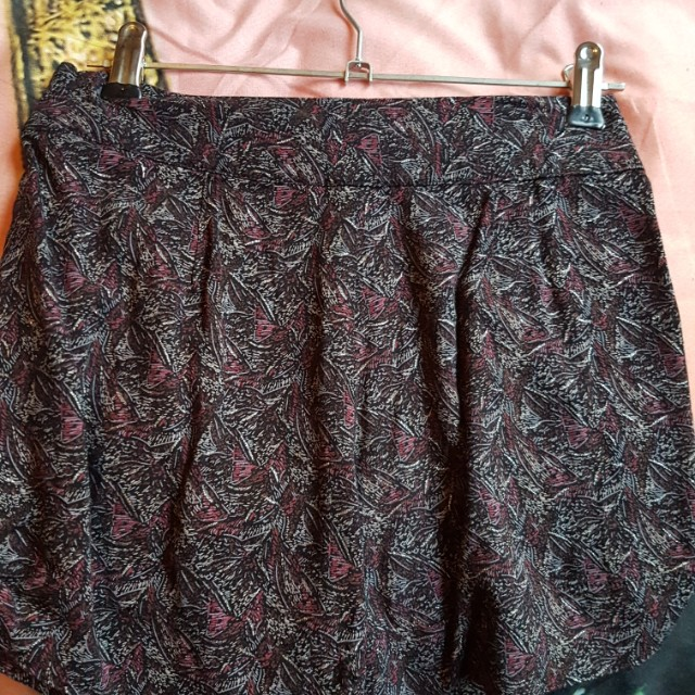 Shorts size 6-8 worn handful of times. Ono