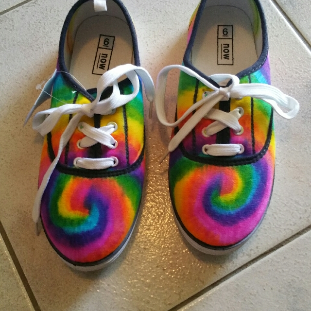 tie dyed ladies shoes size 6