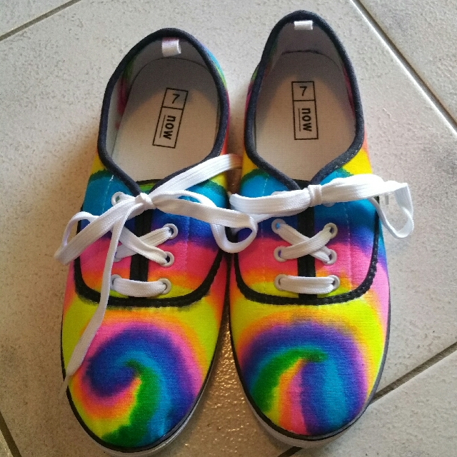tie dyed ladies size 7