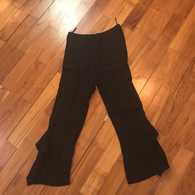 Zara - xs pants w/ ruffles (bell bottom cutting)