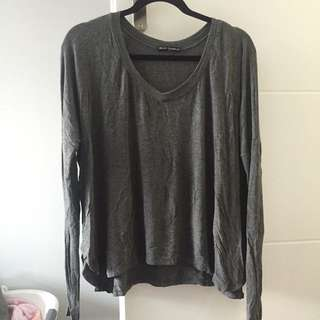 BRANDY MELVILLE FLOWY LONG SLV V NECK