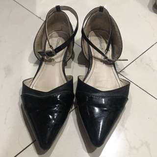 Flatshoes with strap
