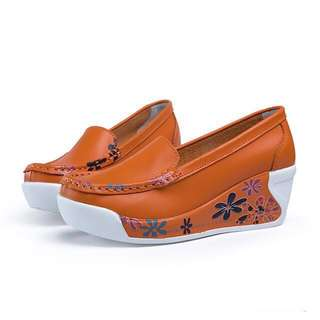 🚚 【MOM】真牛皮印花增高美腿搖搖經典休閒便鞋