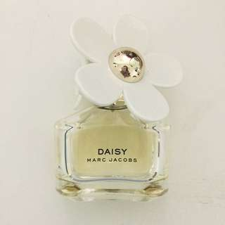 Marc Jacobs Daisy Perfume 3 Quarters Full
