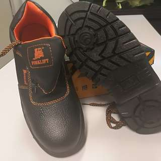 Safety boots (Brand new)