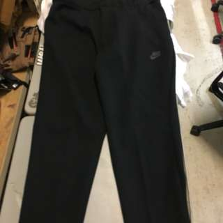 Nike Tech Fleece, Slim Fit cropped Size L