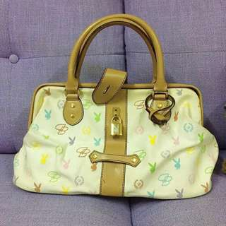 $49 😻PLAYBOY 👜(Bought from SOGO 購自崇光百貨)Ladies handbag with key and lock✴️ OL, 斯文,醫生袋型, 有金扣及鎖匙 *⭕️NLY trade by face to face at Kwai Fong MTR station/請注意只限葵芳地鐵站交收‼️*