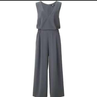 UNIQLO Woman V Neck Jumpsuit (Size L)