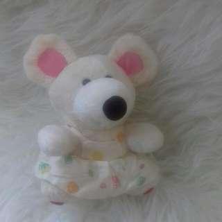 Boneka tikus putih