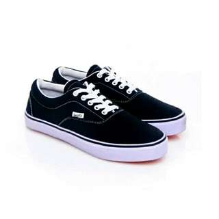 Salvo Sneakers Hitam