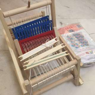 Weaving loom and tapestry kit