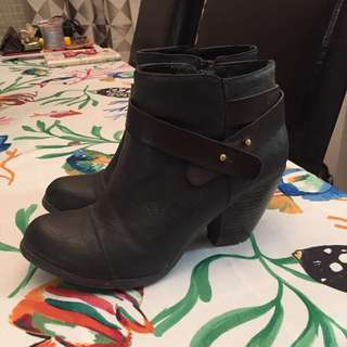 PRICE REDUCTION * Heel Boots