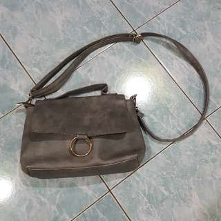 PARISAN SLING BAG