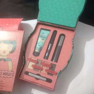 Benefit Holiday It's A Gals World BRAND NEW IN BOX & AUTHENTIC (NO OFFERS)