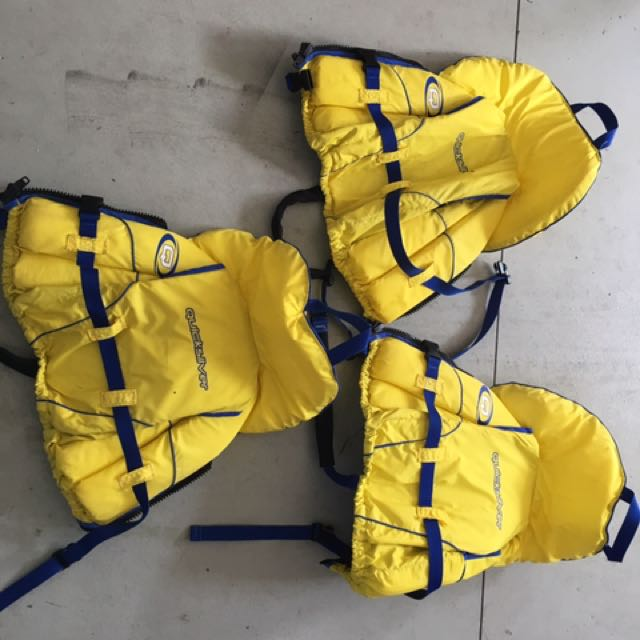 3 XS children's life jackets