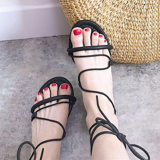 綁帶羅馬平底涼鞋 黑色