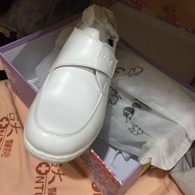 全新 美而尖 護士鞋。