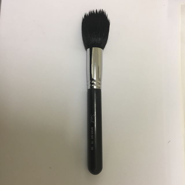 Authentic sigma F25 tapered face brush